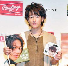 新しい写真集とDVDの発売記念トークイベントを行った佐藤健