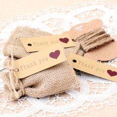 Bolsitas de yute natural, en su interior contienen sales de baño con aceites esenciales. Lindo recuerdo para boda. www.aromadelosandes.com