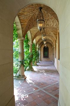 colonnade || vaulted arches