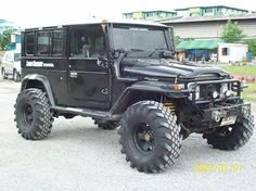 Toyota Land Cruiser FJ43 mud tyres.