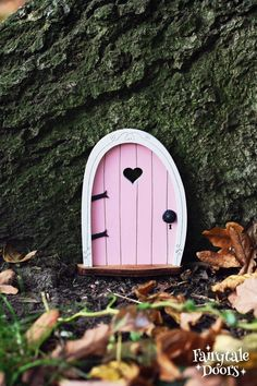 Fairy Door 'Bella' in Pink - Pink Fairy door - Miniature door - Fairy garden - Fairytale door - Tooth Fairy door - Fairy door for tree Fairy Garden Plants, Fairy Garden Houses, Fairy Gardens, Fairy Doors On Trees, Tooth Fairy Doors, Mouse Hole, Door Crafts, Beautiful Fairies, Creative Crafts