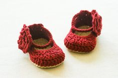 Crochet Sandals, Crochet Baby Shoes, Love Crochet, Pattern Baby, Baby Patterns, Crochet Patterns, Doll Patterns, Flower Patterns, Mary Janes