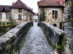 Arbois - Jura (France) jolie riviere à suivre à pied
