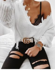 Gucci edgy fashion style trends love clothes oot outfitideas whitesweater sweater gold blackjeans bralette jewelry fancy stylish trendy goals perfect estilo swag 55 looks para voc se vestir de forma autntica Teen Fashion Outfits, Mode Outfits, Look Fashion, Fashion Style Types, Girl Fashion, Gucci Outfits, Fashion Pics, Fashion Edgy, Asian Fashion