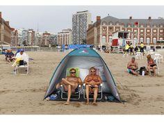 le photographe martin parr à la plage pour le bon marché