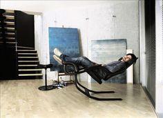 Varier Gravity Balans Zero Gravity Recliner Chair - Black Fame Fabric and Base