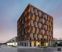 Great exterior skin and lighting...Business Complex Building 'T Walletje Knokke-Heist / BURO II & ARCHI+I
