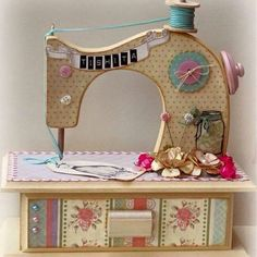 New sewing room ideas country Ideas Wood Crafts, Diy And Crafts, Paper Crafts, Decoupage, Craft Projects, Sewing Projects, Antique Sewing Machines, Country Paintings, Altered Boxes