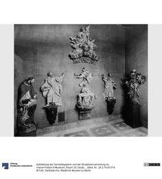 Aufstellung der Gemäldegalerie und der Skulpturensammlung im Kaiser-Friedrich-Museum, Raum 25, Deutsche Bildwerke des 17. und 18. Jh.