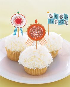 Cupcake decorations. Easy to do and looks soo cute!