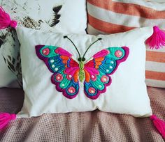 Cushion Embroidery, Hand Embroidery Videos, Mexican Embroidery, Hand Embroidery Flowers, Embroidery Bags, Flower Embroidery Designs, Creative Embroidery, Simple Embroidery, Hand Embroidery Stitches