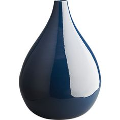 Flex your floral style with modern vases. Find unique vase sets, bud vases and planters in glass, stoneware, terracotta and more online now.