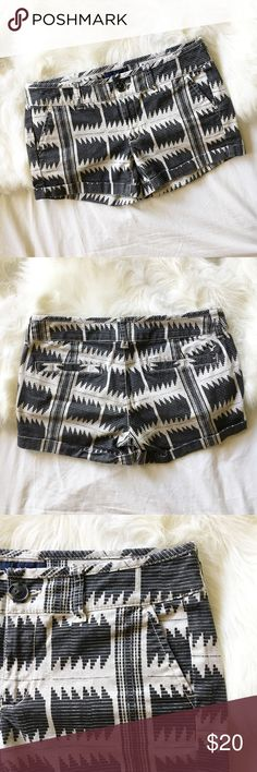 American Eagle Cuffed Shorts Patterned cuffed shorts. Super comfortable and in excellent condition. Size 0. American Eagle Outfitters Shorts