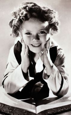 2014 - RIP Shirley Temple: Take a look back at the life of a Hollywood legend! Maisie Williams, Robin Williams, Hollywood Icons, Old Hollywood, Classic Hollywood, Child Actresses, Actors & Actresses, Divorce, Temple Movie