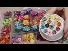 Really Easy Daisy Flower Beads with Polymer Clay - YouTube Polymer Clay Flowers, Polymer Clay Beads, Homemade Polymer Clay, How To Make Pumpkin, Play Clay, Metal Clay Jewelry, Precious Metal Clay, Polymer Clay Creations, Clay Tutorials