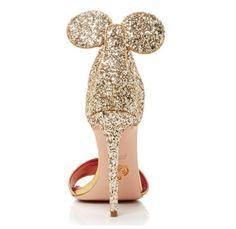Les escarpins Minnie existent vraiment ! Et ils sont absolument canons ! ON LES VEUT ! Oscar Tiye, créateur italien, a fait de notre rêve une réalité.    Focus : fashion, escarpins, minnie, disney, créateur italien, oscar tiye