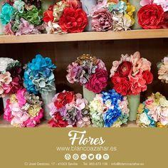 ¡Luce la #Fería con las creaciones de #BlancoAzahar! 😚🌸💃#FloresdeFlamenca para enmarcar tu #belleza.    #Sevilla #siénteteflamenca #flores #floresdeflamenca #feria #flamenca #feria2018 Floral, Hydrangea Corsage, Sevilla, Orange Blossom, Carnations, The Creation, White People, Beauty, Flowers