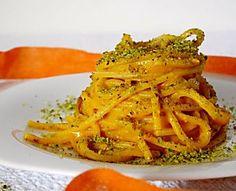 Pasta con crema di zucca, speck e pistacchi
