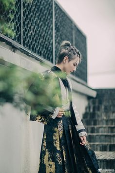 GIF男団 Boys Long Hairstyles, Leather Skirt, Sequin Skirt, Ballet Skirt, Sequins, Cosplay, Actors, Long Hair Styles, Skirts
