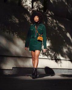 10 Ways To Wear A Minidress/Mini Skirt In The Winter Colored Tights, Black Tights, Plaid Mini Skirt, Leather Mini Skirts, Street Look, Street Style Looks, Skirt Suit Set, Sports Skirts, Winter Skirt