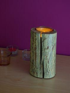 drewniany świecznik i jego popularna konkurencja - bez szans ;)