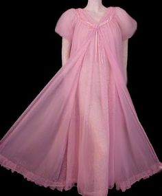 Vintage Fashion: Artifacts From Years Gone By - Popular Vintage Sheer Lingerie, Pretty Lingerie, Vintage Lingerie, Beautiful Lingerie, Vintage Lace, Retro Vintage, Vintage Nightgown, Vintage Dresses, Vintage Outfits