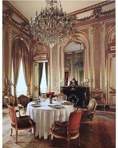 En tout petit comité  Arch Robert de Cotte, 1711 - 1713 Hôtel d'Estrées Résidence de l'ambassadeur de la Fédération de Russie