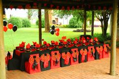 ladybug party table (black & red)
