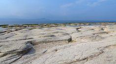 Der Steinplattenstrand Jamaica Beach von Sirmione. #GCblogtour13 @Uli ( auf-den-berg.de ) @GardaConcierge