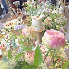 卒花嫁「xoxo_yuim」さまの結婚式は、お花がたっぷり飾られた素敵な会場で行われました*ご新婦さま手作りのドライフラワー入りソイキャンドルと、こだわりの装花がマッチした会場装飾をご紹介します♡ペッパーベリー、千日紅、ユーカリなどご新婦さまお気に入りのお花にも注目です!