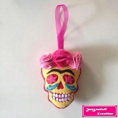 Calaverita Frida kahlo rouge et jaune by Seasonfall on Etsy #calaca #catrina #caveira #calavera #caveirismo #calaverita #calaveramexicana #createur #decoration #bordeaux #mexicanart #mexicanskull #tattoo #tattoolife #tetedemort #traditional #oldschool #oldschooltattoo #skull #skulls #skullart #sugarskull #skulltattoo #diadelosmuertos #dayofthedead#hechoamano#tatuaje#tatuagem#instaskulls#hechopormi