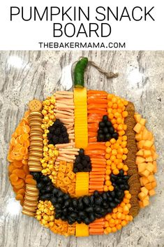 to Make Epic Charcuterie Boards - from an Expert! How fun is this pumpkin snack board! How fun is this pumpkin snack board! Halloween Donuts, Halloween Desserts, Buffet Halloween, Halloween Pizza, Hallowen Food, Halloween Goodies, Halloween Food For Party, Halloween Birthday, Holidays Halloween