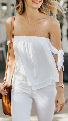 White tie-sleeve off-shoulder top Trend Fashion, Fashion Blogger Style, Look Fashion, Fashion Outfits, Fashion Tips, Fashion Blouses, Woman Fashion, 90s Fashion, Winter Fashion