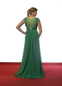¿ #Vestidos y #joyas ? ¿y porqué no un #vestidojoya ? este en gasa verde y pedrería en la espalda te enamorará. 😍😍😍