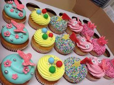 Circus & princess cupcakes, sirkus ja prinsessa kuppikakkuja.