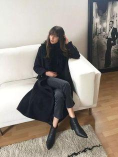 The Long Coat (Modedamour) Black Women Fashion, Curvy Fashion, Womens Fashion, Style Fashion, Fashion Styles, Fashion Top, Daily Fashion, Cold Weather Fashion, Winter Fashion