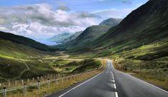 Az amerikai 66-os út sikerét látva, Skócia létrehozta saját 66-os útját North Coast 500 néven. Csak két hónapja avatták fel az 500 mérföld hosszú tengerparti panorámautat, de már a leghíresebbek között tartják számon.     A kezdeményezés mögött Károly herceg áll, akinek az a célja, hogy népszerűsítse Skóciát...