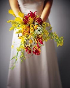 bukiet ślubny z gloriozą i nawłocią
