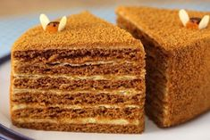 Russian Honey Cake, Russian Cakes, Russian Recipes, Ukrainian Recipes, Russian Foods, Chef Recipes, Dessert Recipes, Desserts, Sour Cream Frosting