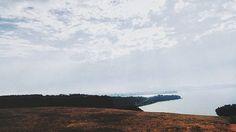 El apego es la fuente de todo mal. Buda lo descubrió hace tres mil años y es una regla universal que no ha variado ni lo hará. Nuestra mente crea lazos y se agarra como un monito al pecho de su madre. Si el monito no se suelta, jamás será capaz de experimentar lo que es volar de árbol en árbol. Rompe con tus apegos y sé libre para perseguir lo que te hace la vida más feliz, no lo que te hace la vida más fácil ▫AHIMSA▫ . . . #photography #photo #Nature #landscape #urban #snapseedaily…