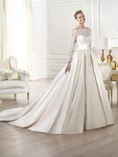 W salonie. Kolory: Off White.