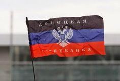 """ΤΟ ΚΟΥΤΣΑΒΑΚΙ: Οι Πολιτοφύλακες κρέμασαν την σημαία της DNR πάνω ... Ο Motorola είπε ότι σκοτώθηκε ο νέος διοικητής του στρατού του αερολιμένα το οποίο είναι υπό τον έλεγχο των δυνάμεων της πολιτοφυλακής.   Ο Στρατός του DNR κατάφερε να καταλάβει όλα τα στρατηγικά σημεία του αεροδρομίου του Donetsk. Ο θρυλικός διοικητής της πολιτοφυλακής με το χαρακτηριστικό ψευδώνυμο """" Motorola """" είπε στο LifeNews στον Semen Pegova ότι σήμερα κατάφεραν"""