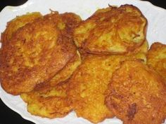 Cast Iron Skillet Yellow Squash & Onion Patties Recipe - (oohhhh, aaahhhhh) Check out cooking magic for some great recipes Vegetable Side Dishes, Vegetable Recipes, Vegetarian Recipes, Cooking Recipes, Veggie Food, Healthy Southern Recipes, Cooking Vegetables, Yummy Veggie, Southern Food