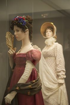 Napoleon : The Empire of Fashion. I think I'm going to style my hair like this! Flowers :D