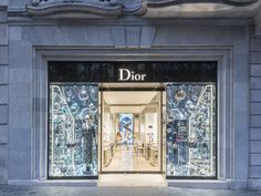 French luxury fashion house Dior has opened a flagship store on Barcelona's premier shopping street Passeig de Gràcia 74. Housed in a building with a standout façade, dating back to 1904, and designed by Catalan architect Enric Sagnier i Villavecchia, the store takes up the whole of the ground floor.  #dior #barcelona #thelocationgroup #shopopening #storeopening #elocations