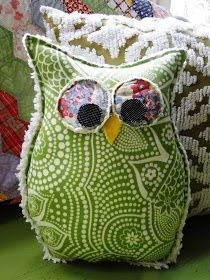 Owl Pillow Tutorial via Button Bird Designs Owl Crafts, Cute Crafts, Crafts To Make, Arts And Crafts, Fabric Crafts, Sewing Crafts, Sewing Projects, Craft Projects, Do It Yourself Baby