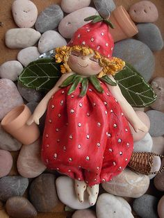 Sogno di una fragolina di fine estate by Dolcecotta, via Flickr Polymer Clay Figures, Cute Polymer Clay, Cute Clay, Polymer Clay Dolls, Polymer Clay Crafts, Diy Clay, Salt Dough Crafts, Salt Dough Ornaments, Paper Mache Clay