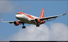 Airbus A320-214 // G-EZOM