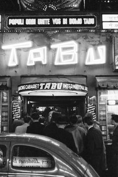 Nachtclub auf der Reeperbahn 1955 - Fine Art Print mit Rahmen und Passepartout Circus Art, Tabu, Cabaret, The Beatles, Monster Trucks, German, History, Vintage, Photography