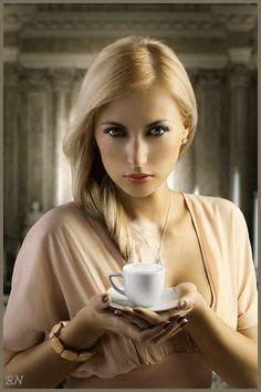 Девушка с чашкой кофе - анимация на телефон №1365328